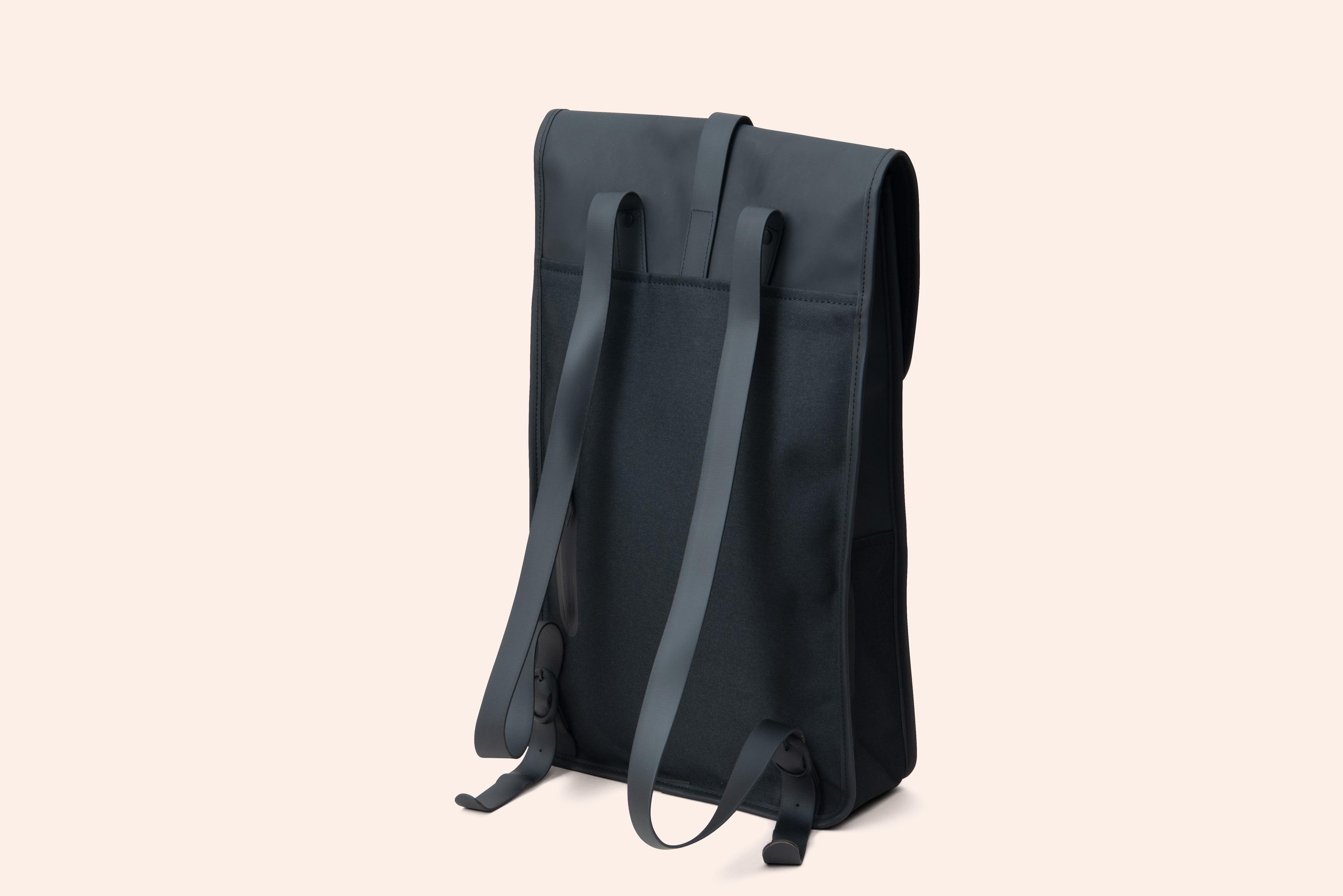 thu_rains_backpack_black_02