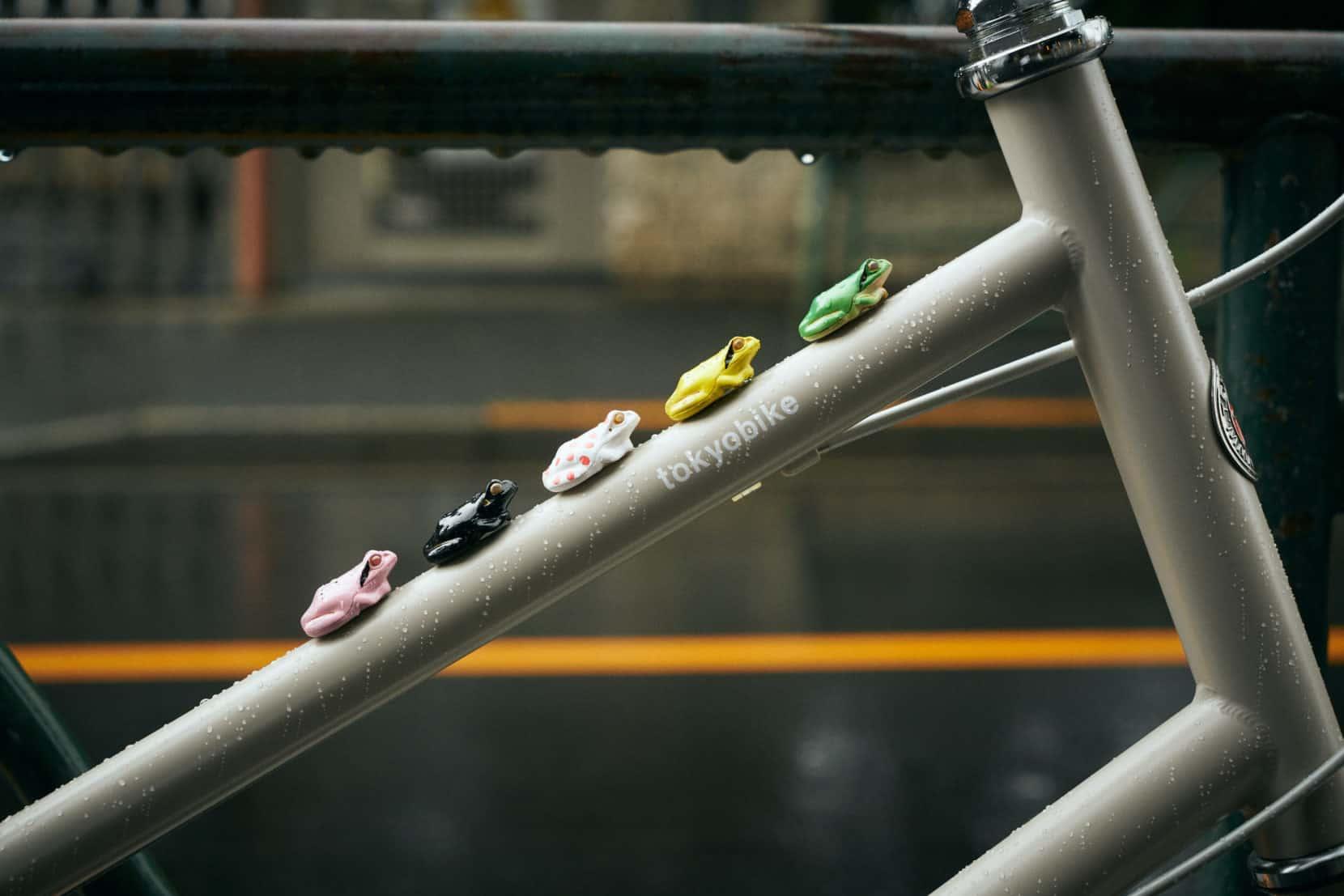 かわいい自転車パーツ カエルライト